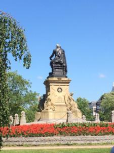 Vondel Park Statue